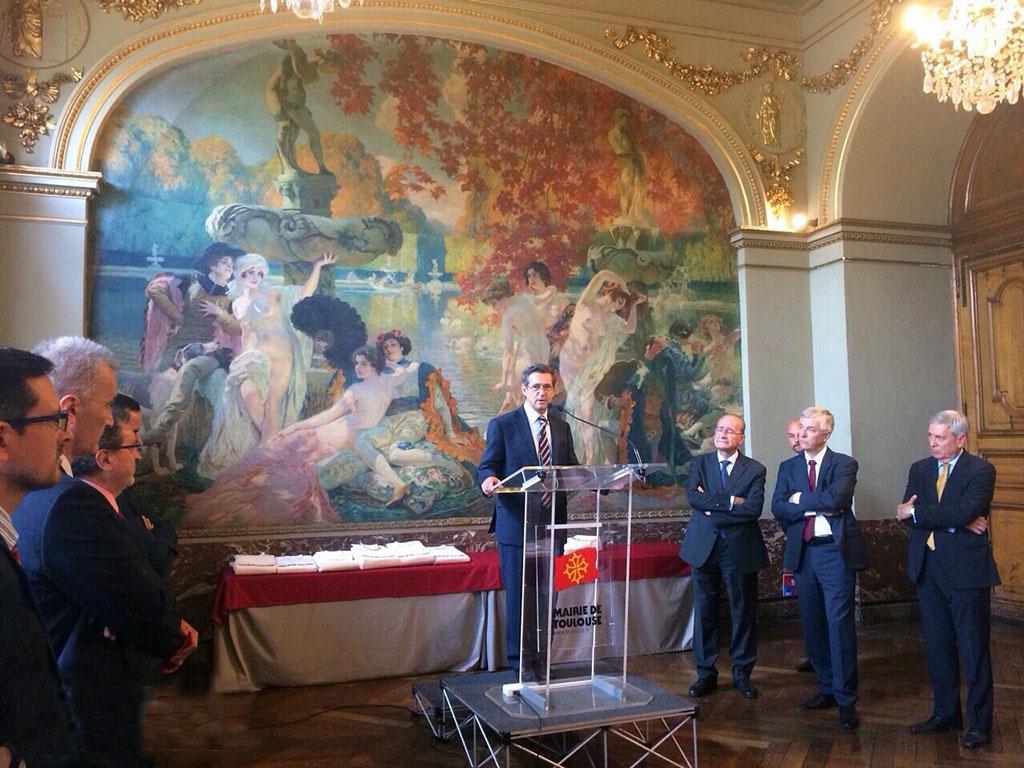 Evento aeronáutico en el ayuntamiento de Toulouse