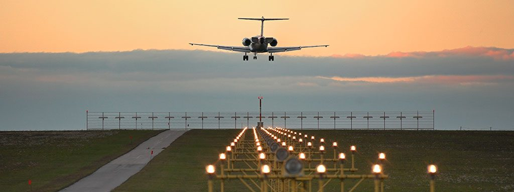 Infografía sobre las luces de los aeropuertos AGL