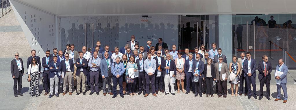 Asistentes a Malaga Aviation Forum a la puerta del Centro Pompidou de Málaga