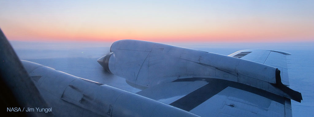 Aircraft flying over the Arctic zone